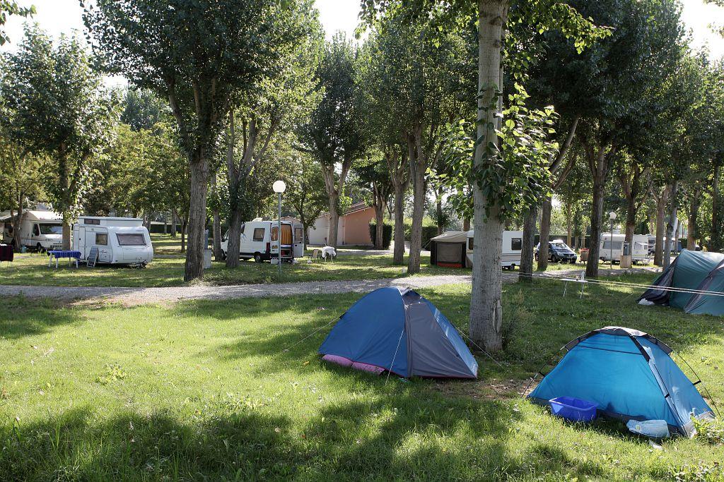 Camping municipal du pont tourn 32600 l 39 isle jourdain for Piscine l isle jourdain